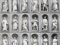 The statues of the great Tuscan people in the Uffizi Square